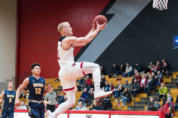 Western Oregon basketball's Tanner Omlid doing a layup.